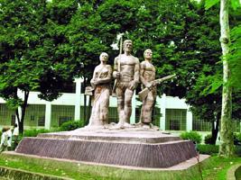 চিত্র:UniversityDhakaAparajeyaBangla1.jpg